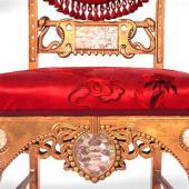 """Роскошный стул Уильяма Вандербильта с инкрустацией полудрагоценными камнями, с красной парчой, """"Позолоченный век"""""""